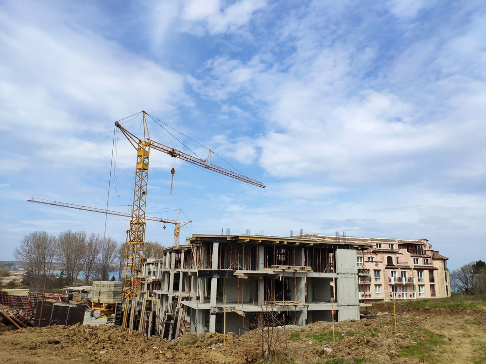 THE CONSTRUCTION OF SVATOJI JOHN 2 COMPLEX ON THE 1ST LINE OF SEA IN SOZOPOL CONTINUES 1