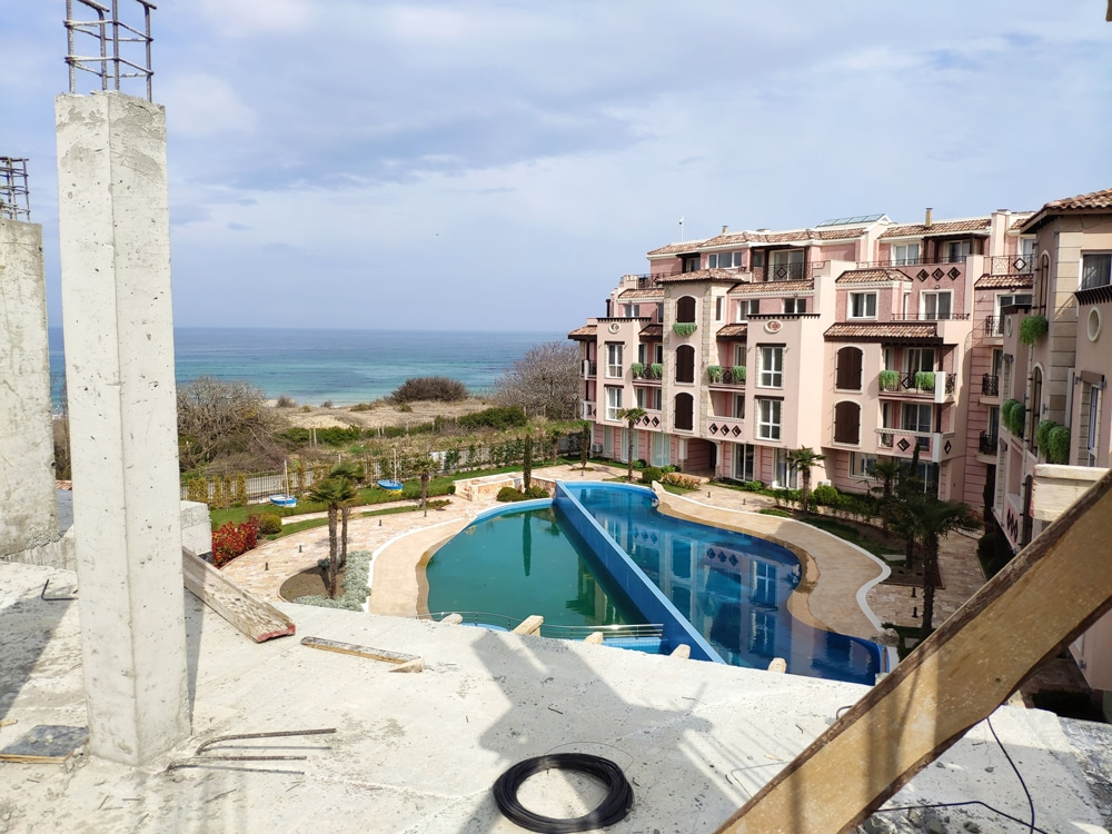 THE CONSTRUCTION OF SVATOJI JOHN 2 COMPLEX ON THE 1ST LINE OF SEA IN SOZOPOL CONTINUES 4